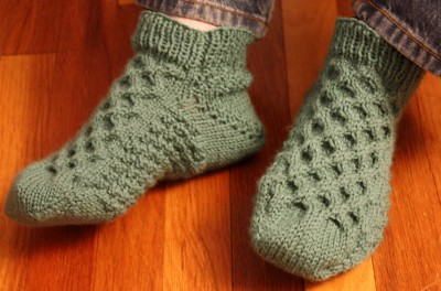 Knitting Patterns Bed Socks Easy : Honeycomb Bed Socks A free pattern by Nina Duke-Howard ...