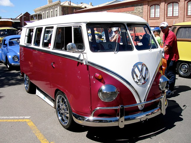 Volkswagen Kombi Van Volkswagen Kombi Van In Mangenta