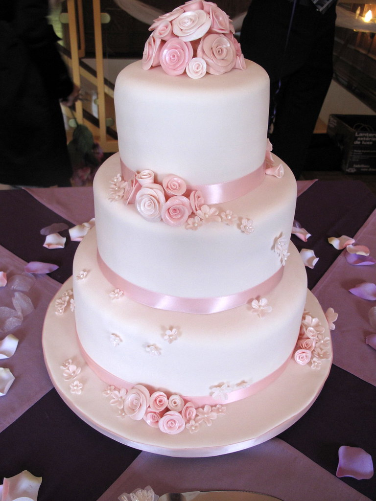 pink rose wedding cake pink roses wedding cake side view this is my 18587