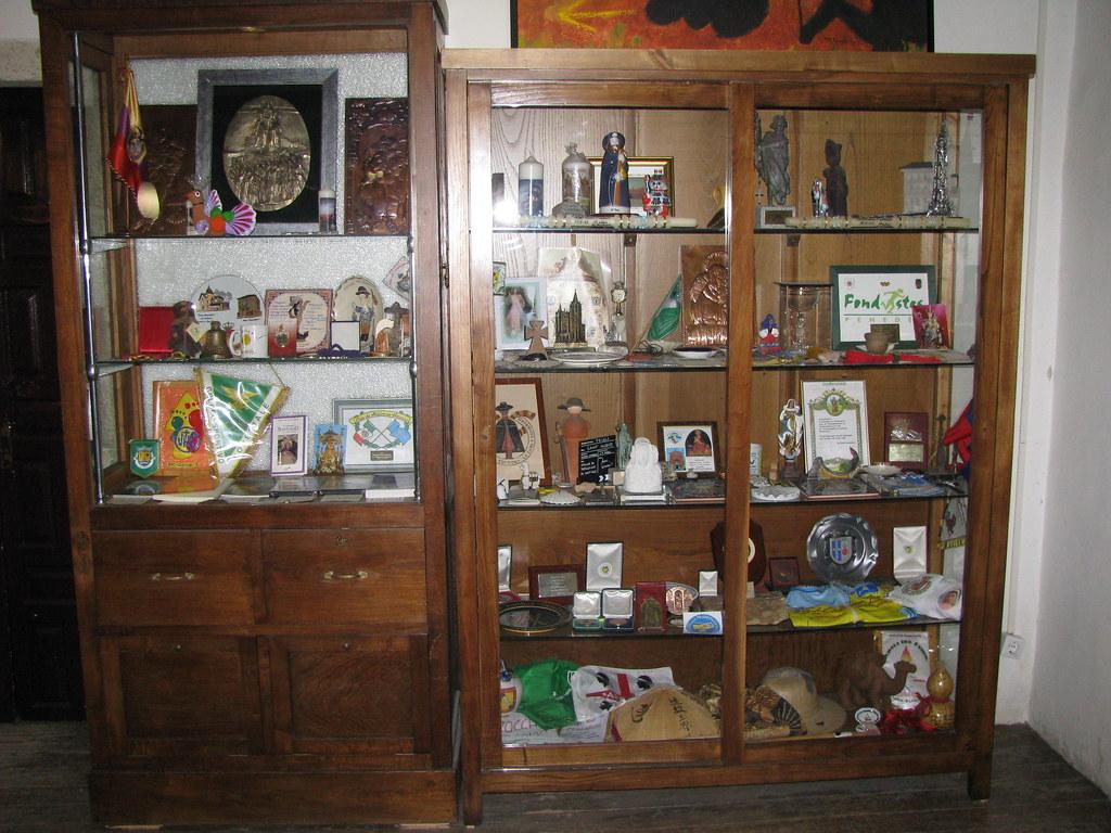 Oficina del peregrino en santiago armario con recuerdos for Oficina del peregrino