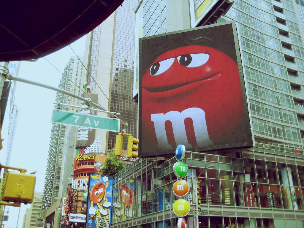 M m 39 s store new york alexandra miyagui flickr for Store fenetre new york
