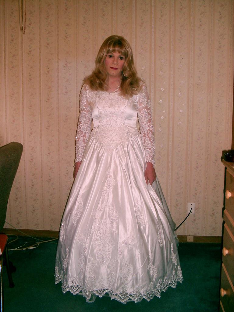 transvestiti-v-svadebnih-platyah-foto