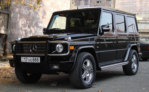 White Mercedes G Wagon >> G500 2004 US spec with bull bar | Flickr - Photo Sharing!