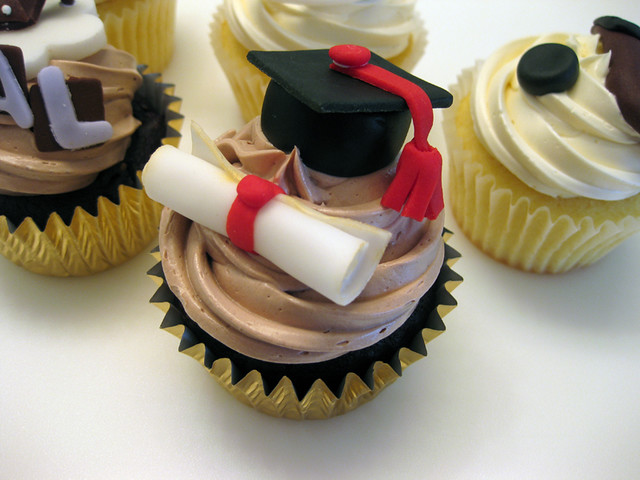 Graduation Cupcakes A Little Graduation Cap Amp Diploma To