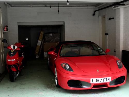 Ferrari garage flickr photo sharing for Garage ferrari charnecles