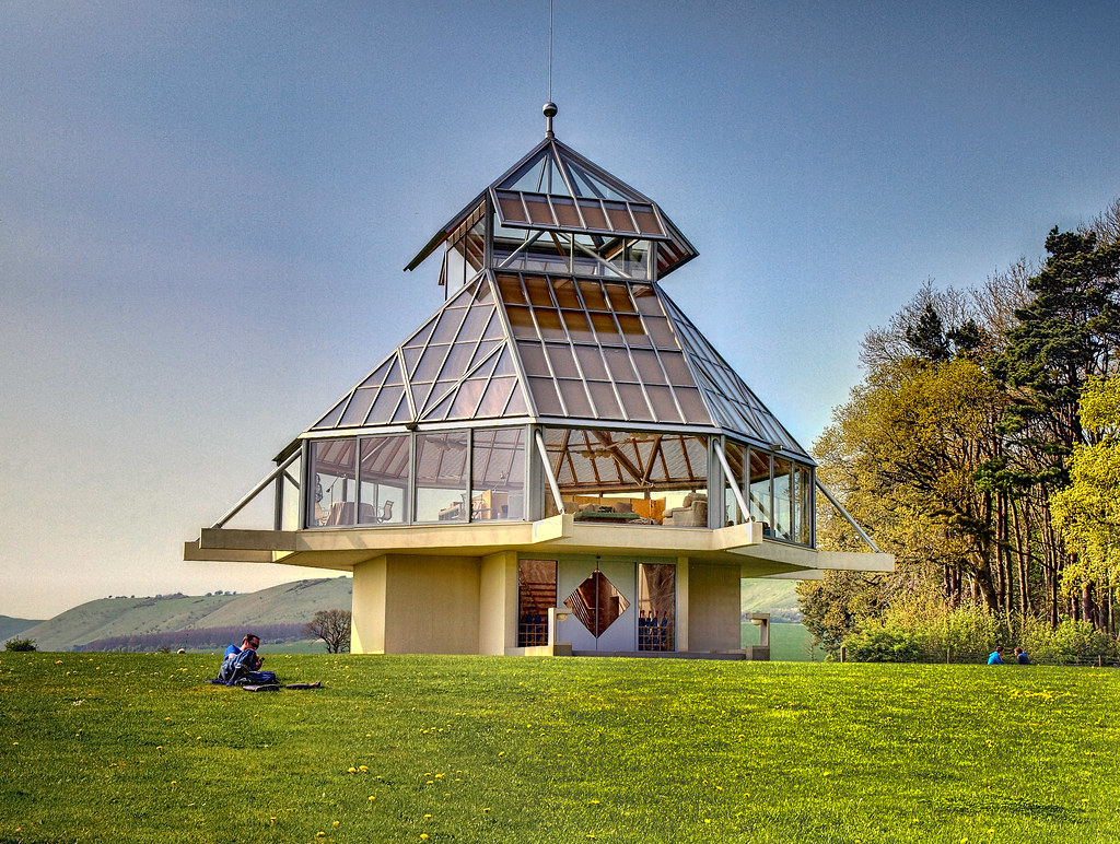 Pavillion designed by i m pei at oare house in wiltshire for Pei home builders