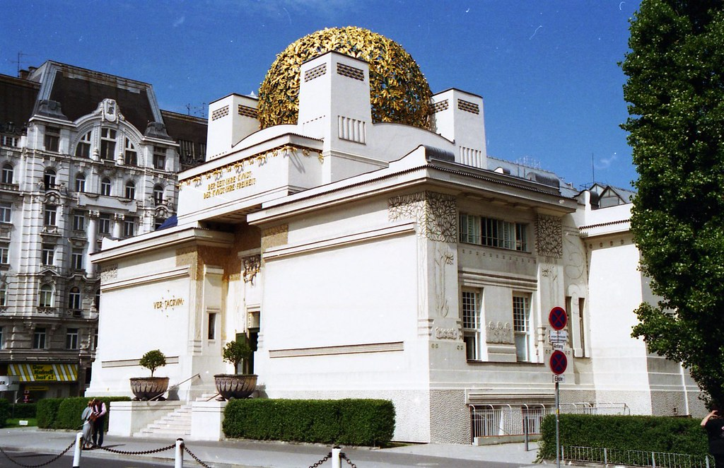 Secession hall now museum designed by joseph maria olbri for Architecture vienne