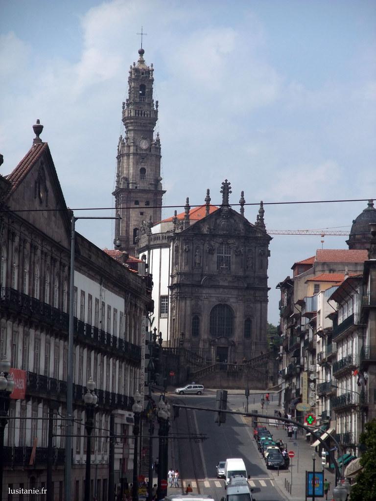 Eglise et tour des Clérigos, au bout de la rue