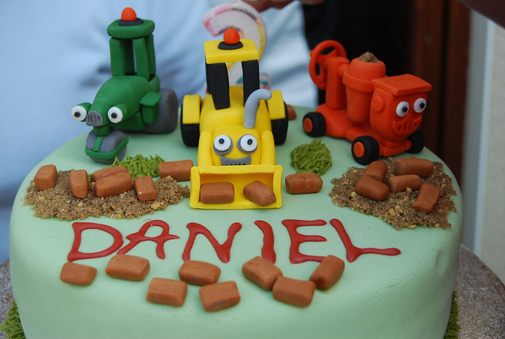 Making A Bob The Builder Birthday Cake