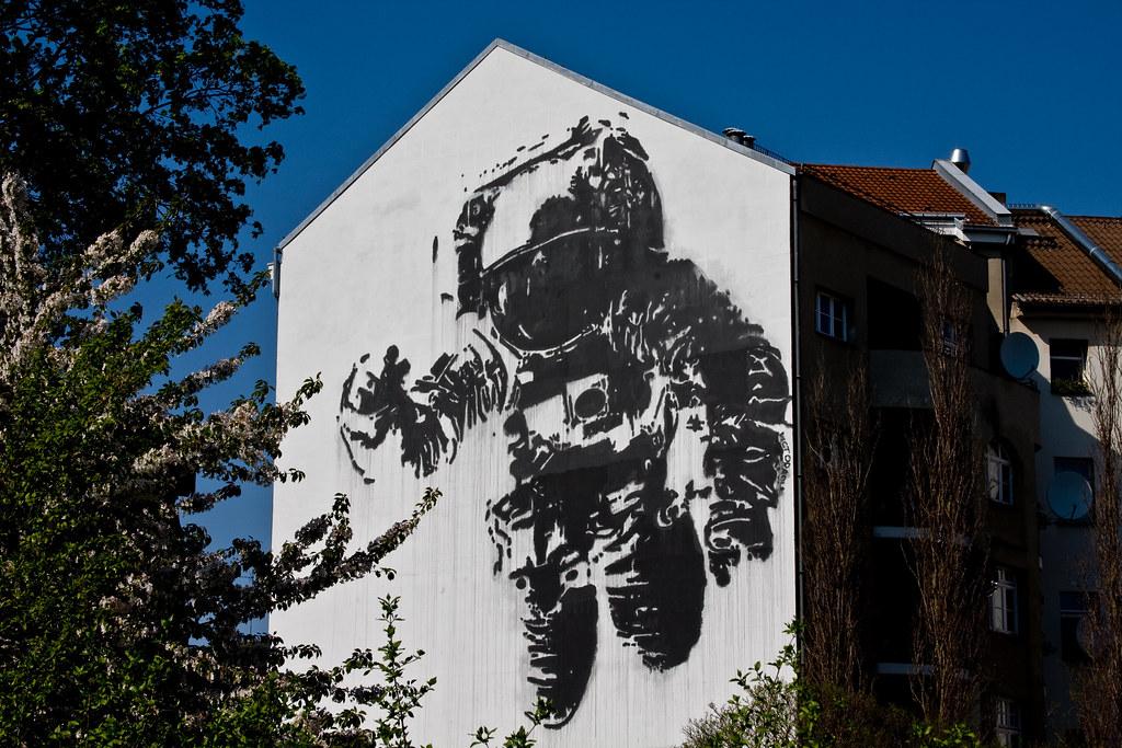 astronaut mural - photo #4