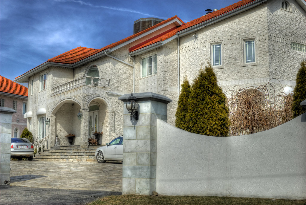 Mississauga road mansion 01 house on mississauga road in for Modern homes mississauga
