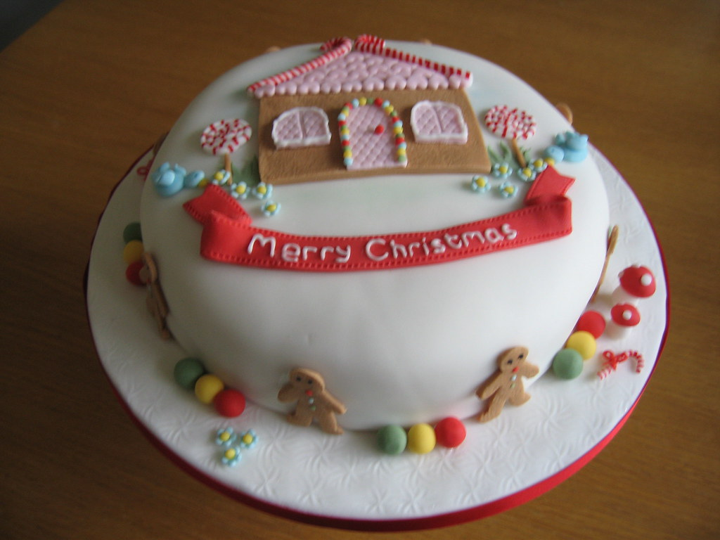 Gingerbread house christmas cake i loved creating this - Decorazioni torte natalizie ...