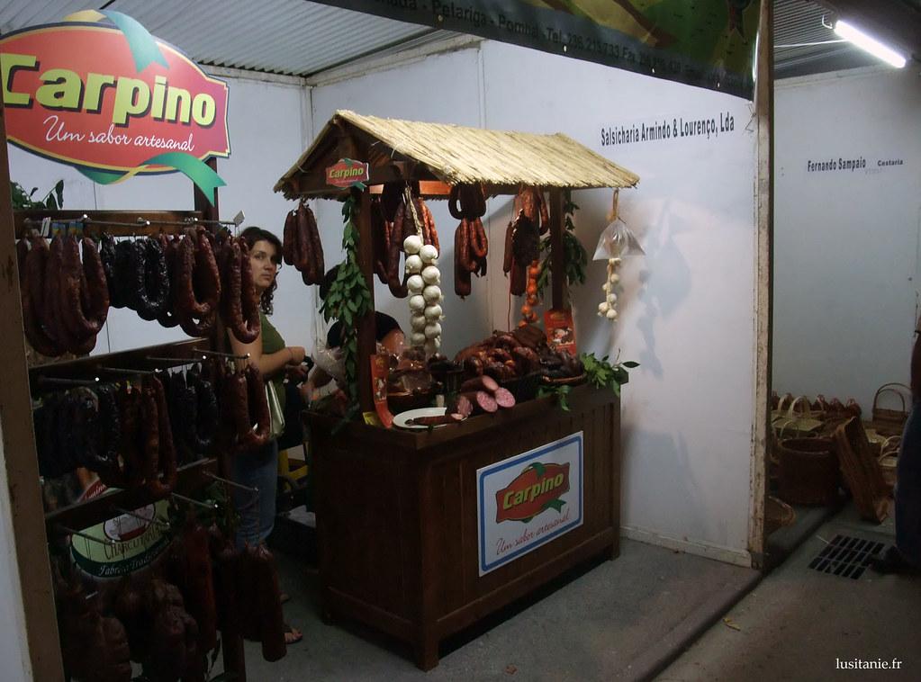 Là, une boutique de charcuterie artisanale, remplie de saucissons :D