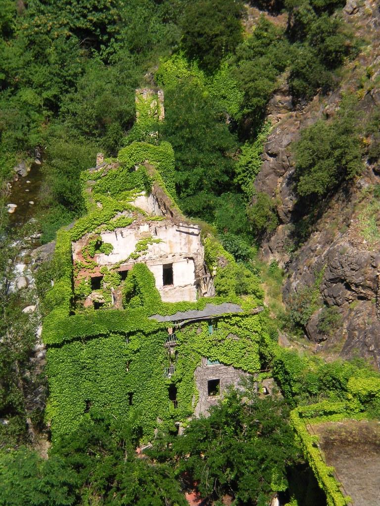 Canaveilles les bains station thermale en ruine comarca for Thalasso bain les bains