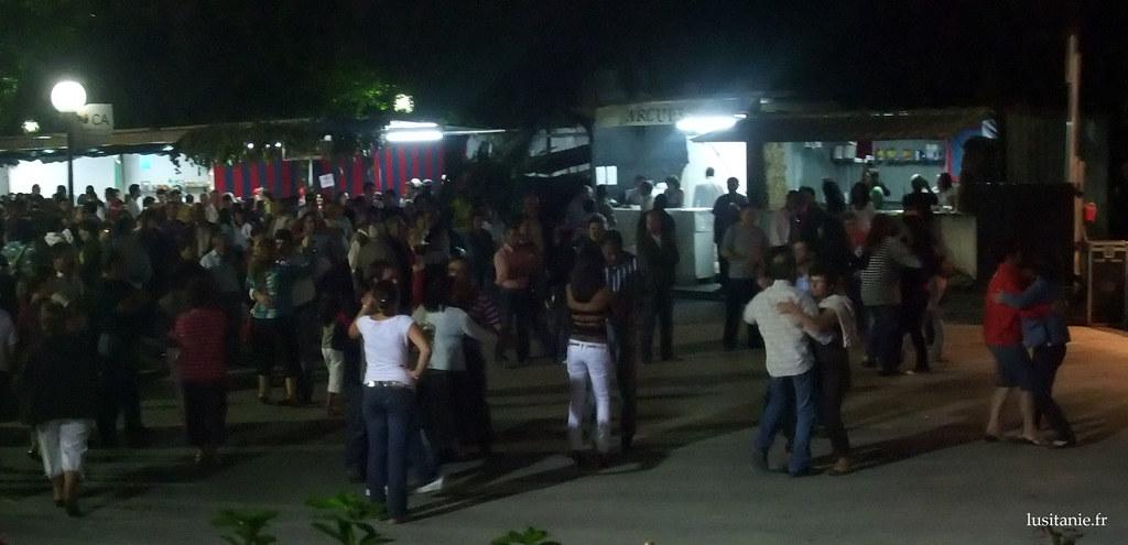 Le bal du village est donc ouvert! Cest dans un bal comme ça que mes parents se sont rencontrés, et presque toute leur génération :D