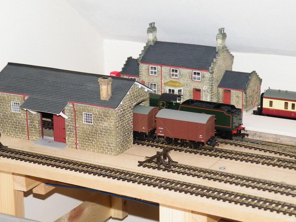 Hornby Skaledale Station and Goods Shed
