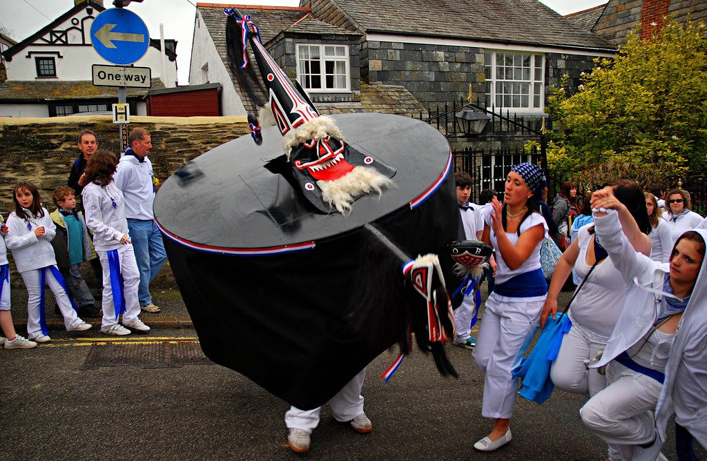 Padstow Obby Oss 2009 D2283 At The Obby Oss May Day