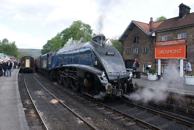 60007 - Sir Nigel Gresley at Grosmont, North Yorkshire Moo ...