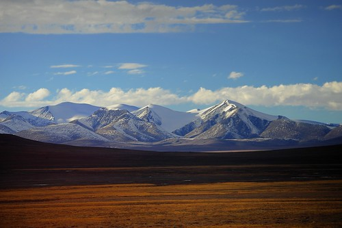 Landscape and snow covered mountains, Tibet | by reurinkjan on flickr.com