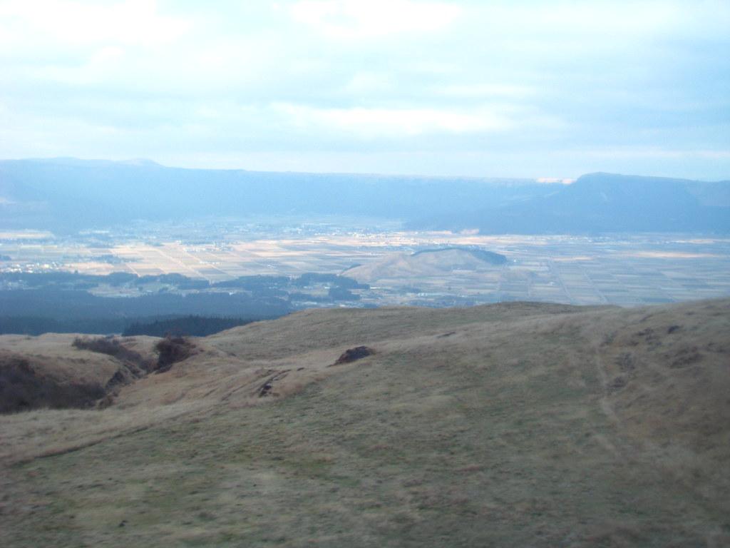 IMG_2066 日本 熊本 阿蘇火山.JPG | 阿蘇火山(Aso San),是世界最大的複式火山。 擁有全世界最大的… | Flickrnew icn messageflickr-free-ic3d pan white