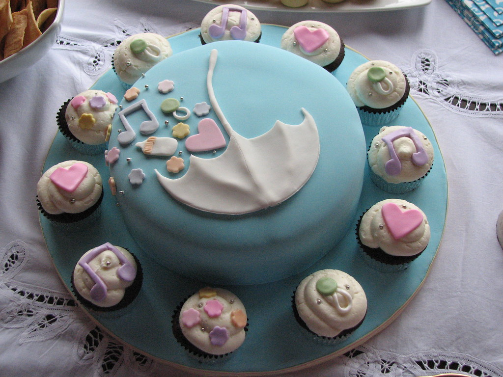 Baby shower cake and cupcakes a cookies n cream cake and for Baby shower cupcake decoration