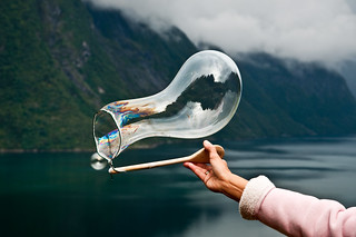 Creating soap bubbles over the fjord with a string and a spoon | by Odinodin.com