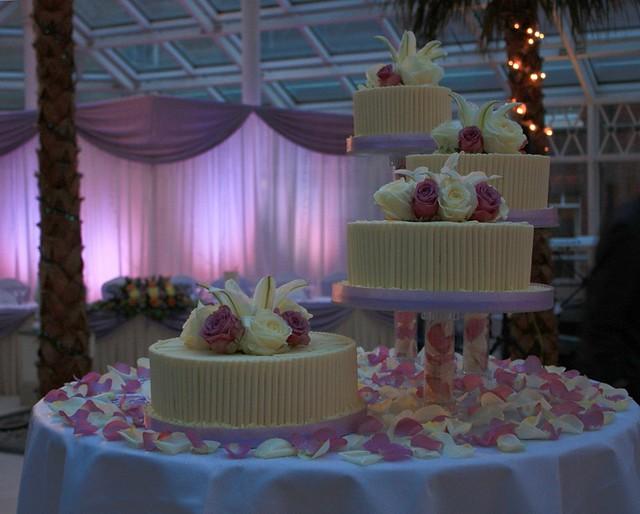 Separate Tiers Wedding Cakes
