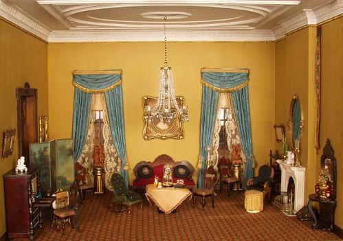 Queen Small Room