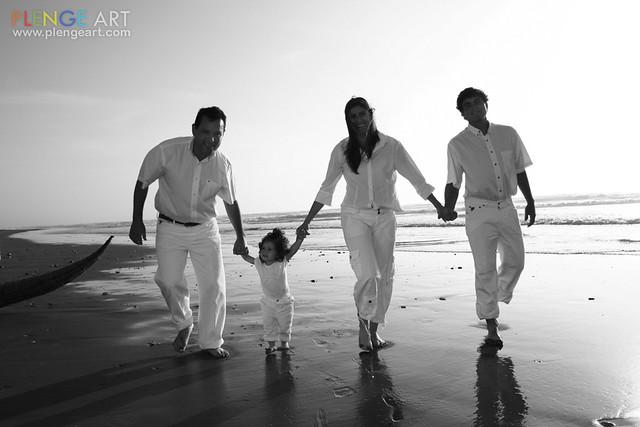 Familia blanco y negro plenge art daniel plenge flickr - Familias en blanco y negro ...