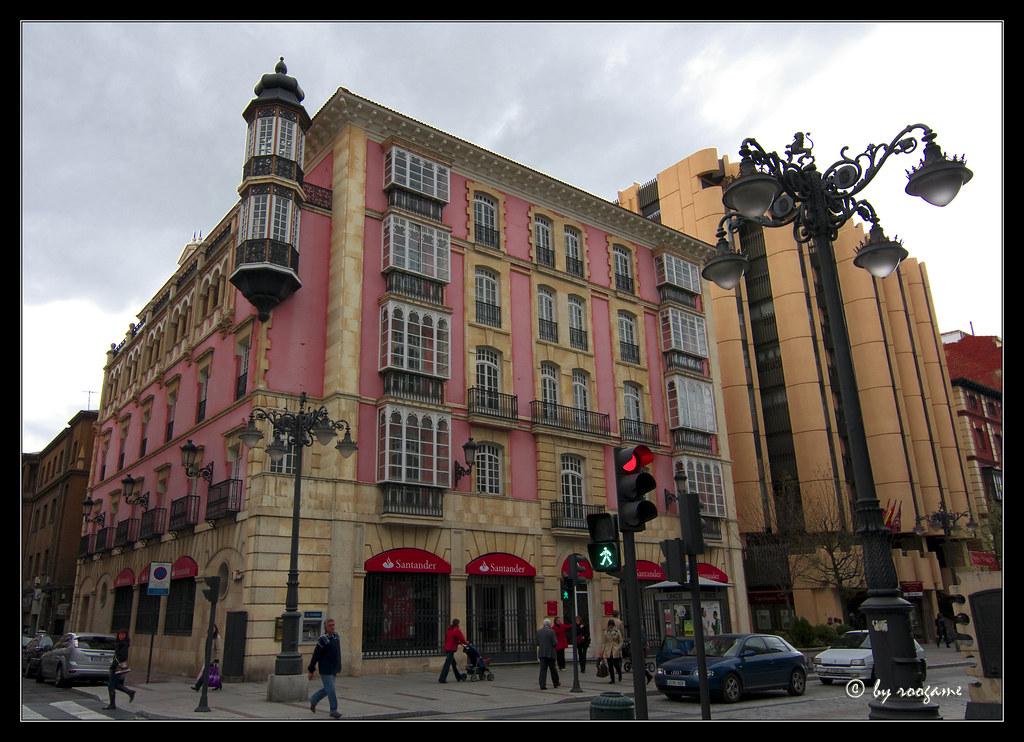 Le n cultura monumentos festividades y museos page for Santander leon sucursales
