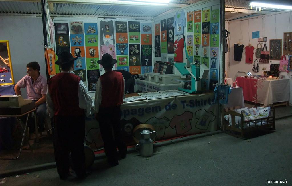 Des boutiques plus modernes, ici un imprimeur de tshirts.