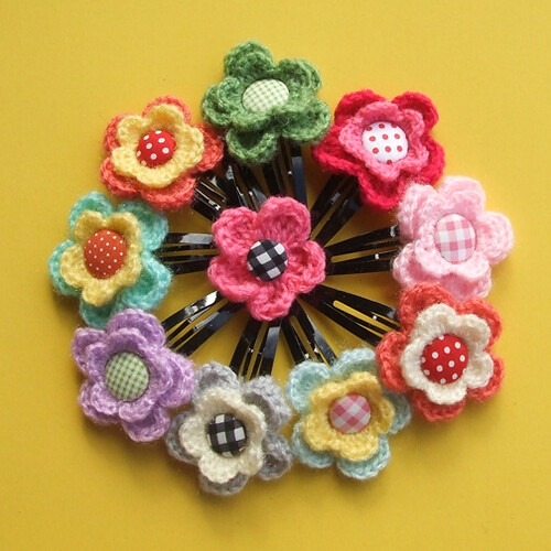Crocheted flower hair pin These are my favorite. Love tehm ...