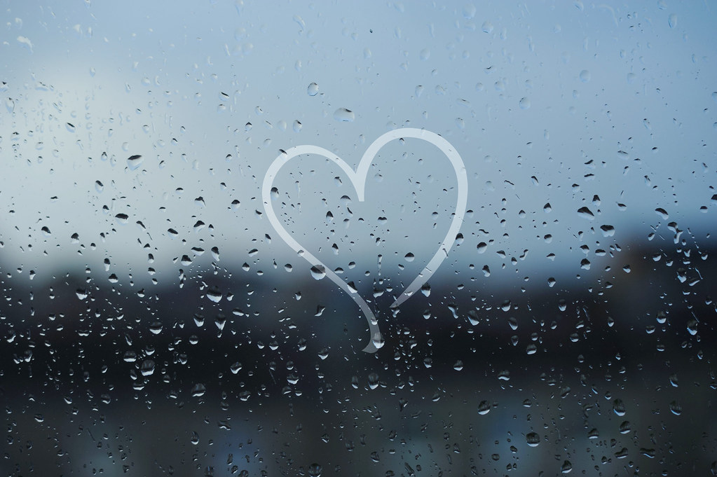 Images Of Lovers In Rain: So, This Is Love In The End Of Rainy