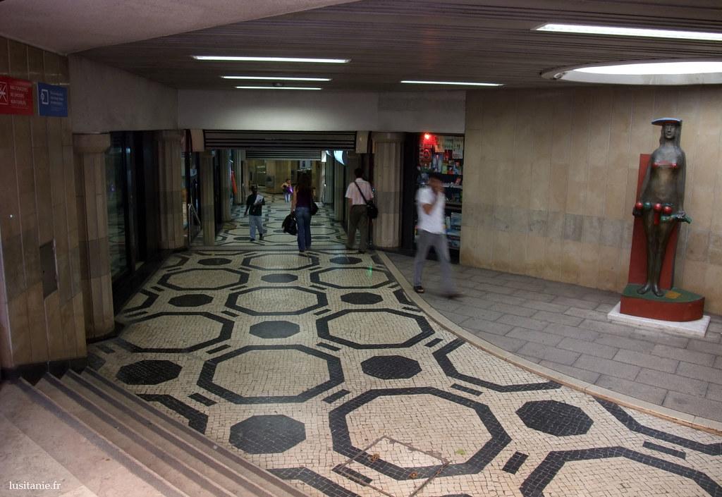 Dans la station, le style est plus classique pour Lisbonne