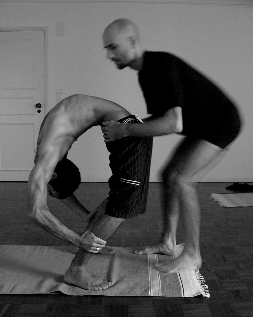 Trimuka Uttanasana, adjustment by Mario Reinert | Manel ...