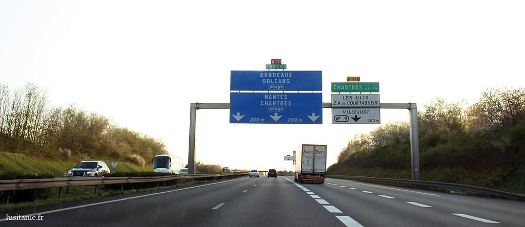 Autoroute à la sortie de Paris