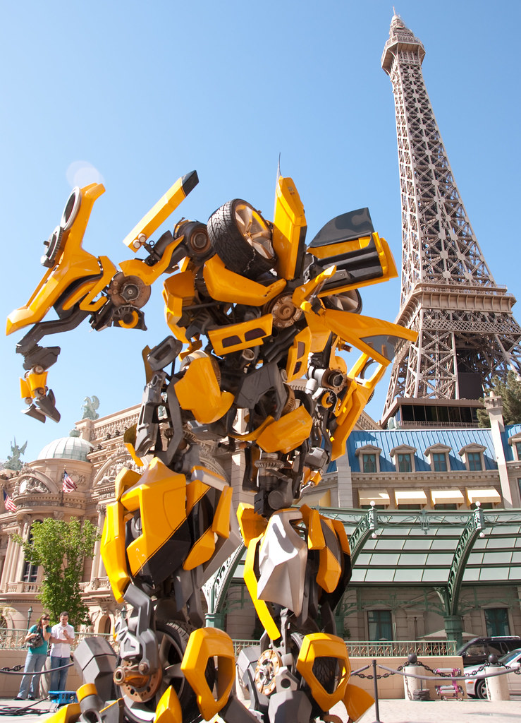 Another Bumblebee/Eiffel Tower | Bumblebee hanging out at th… | Flickr