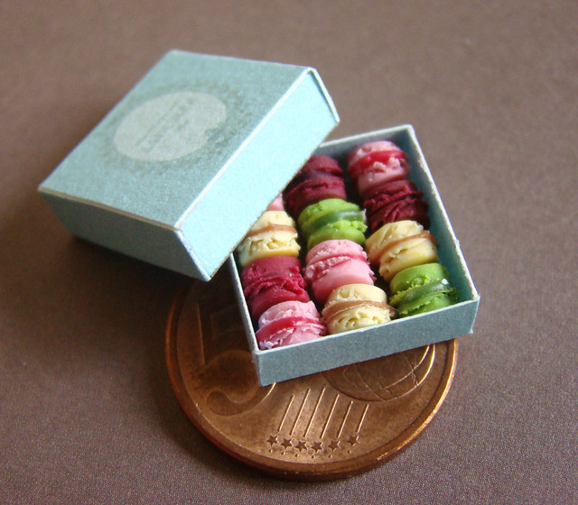 Mini macarons handmade my me out of polymer clay in 1 12 for Polymere cuisine