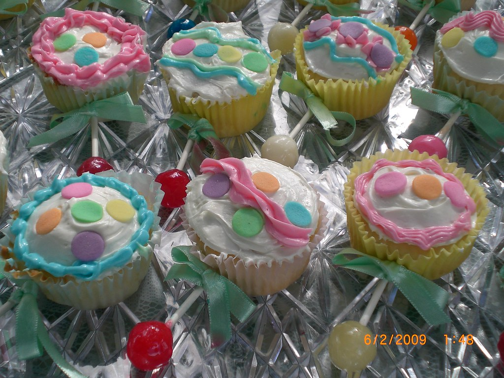 Baby Rattle Cupcakes | This sweet pea theme baby shower ...