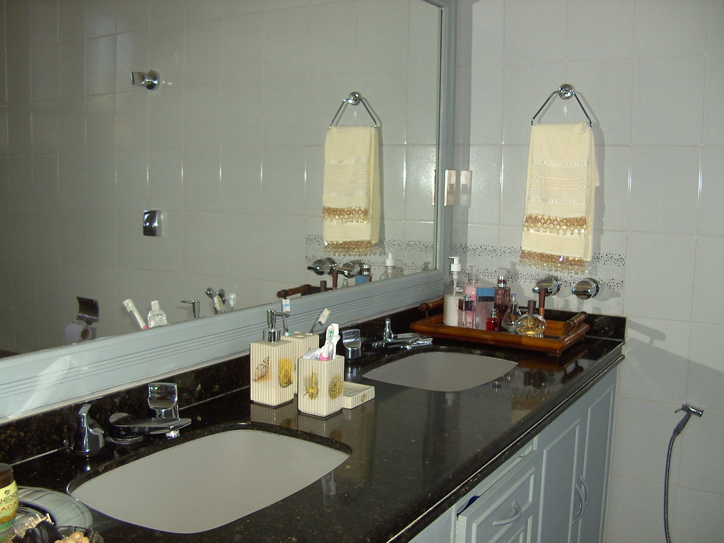 Bancada de cuba dupla  O banheiro sóbrio pediu decoraçao di…  Flickr # Cuba Para Banheiro Dupla