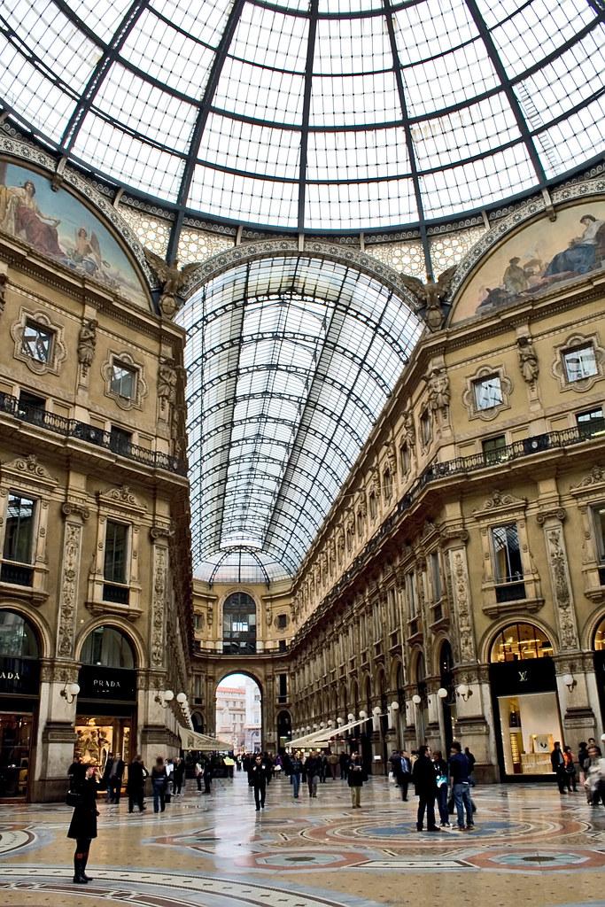 Galleria Vittorio Emanuele II, Milano, Italy | Inside ...