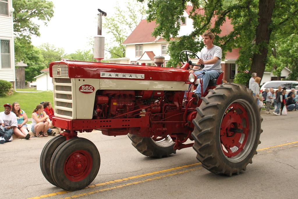 Farmall 560 Tractor : Farmall tractor pecatonica memorial day parade