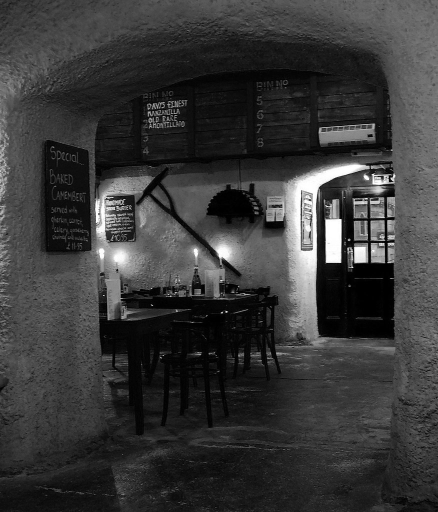 london 1800s pub where we had fish and chips nazan
