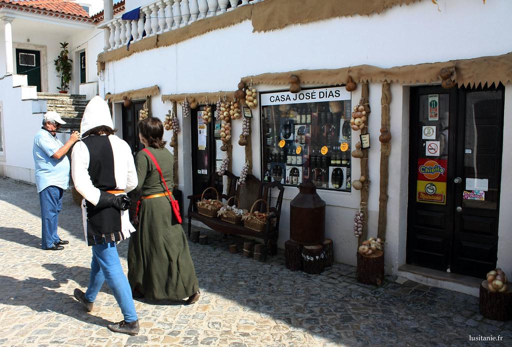 Les habitants d'Aljubarrota se sont tous habillés comme il se doit.