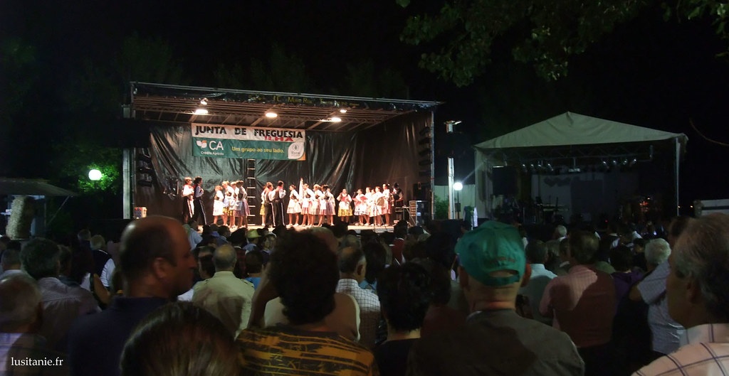 Le clou des spectacles, c'est quand même les ranchos, qui viennent, un à un, nous montrer leurs danses traditionnelles, leurs costumes et leurs traditions.