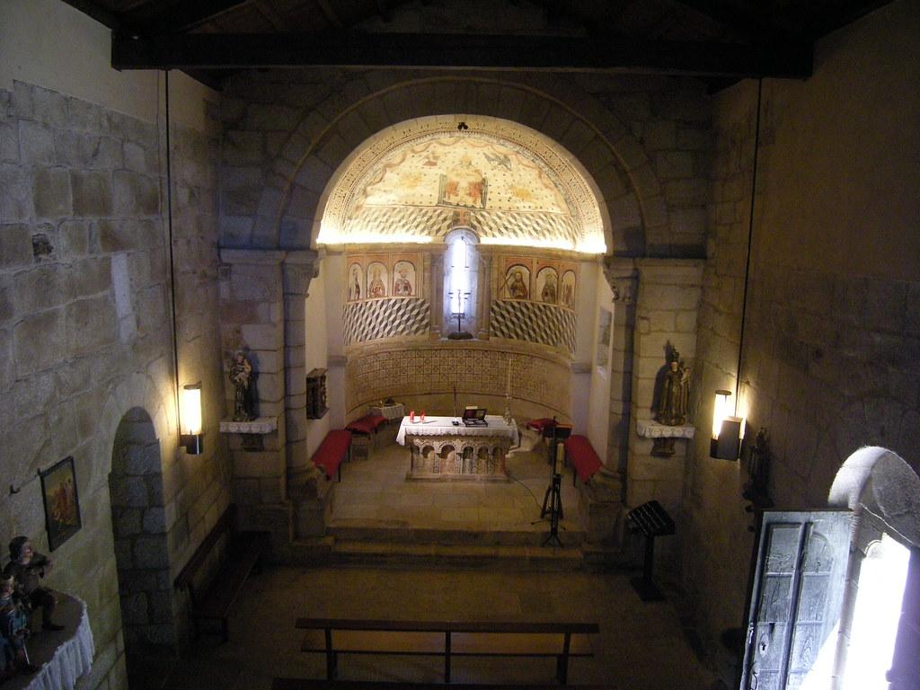 Iglesia de Santa María de Melide | Vista del interior de ...