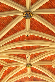 Arched ceiling | by Vainsang