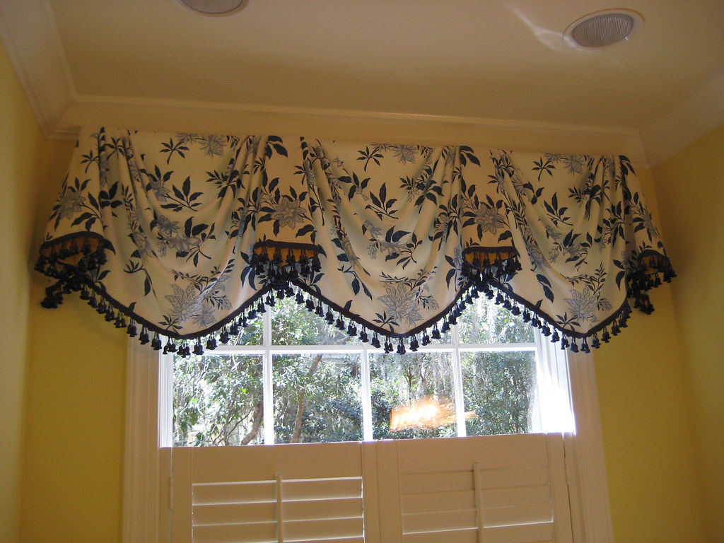 Empire Swag Valance In Blue And White Classic Empire