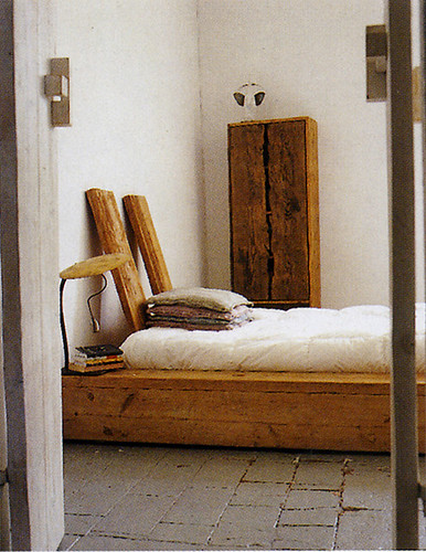 Italian Elle Decor, December 2004 - platform bed | by ouno design