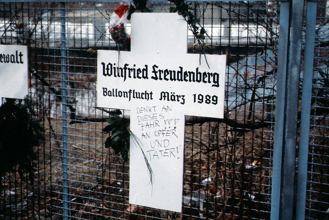 berlin 1989 fall der mauer chute du mur flickr photo. Black Bedroom Furniture Sets. Home Design Ideas